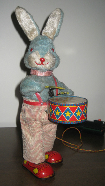 Peter the Drumming Rabbit Japan Made Battery Operated Toy
