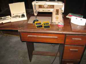 SINGER SLANT O MATIC 401 SEWING MACHINE
