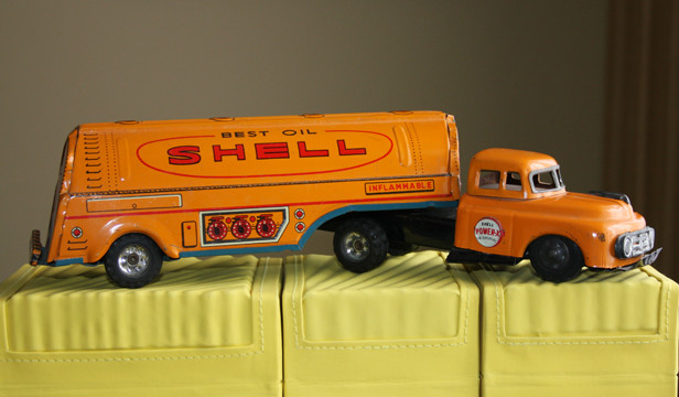 Shell Oil Tanker Truck 2-Piece Tin 1950
