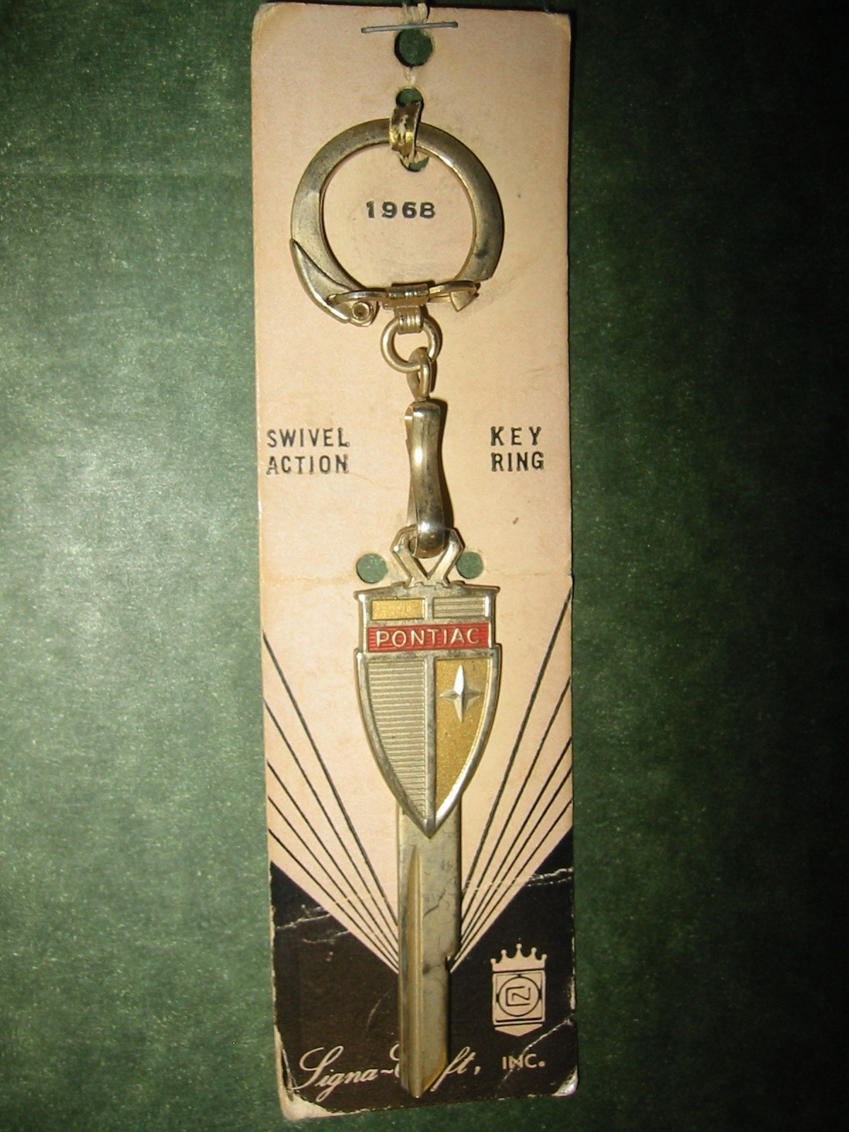 Pontiac Shield Crest Key 1969 (R)