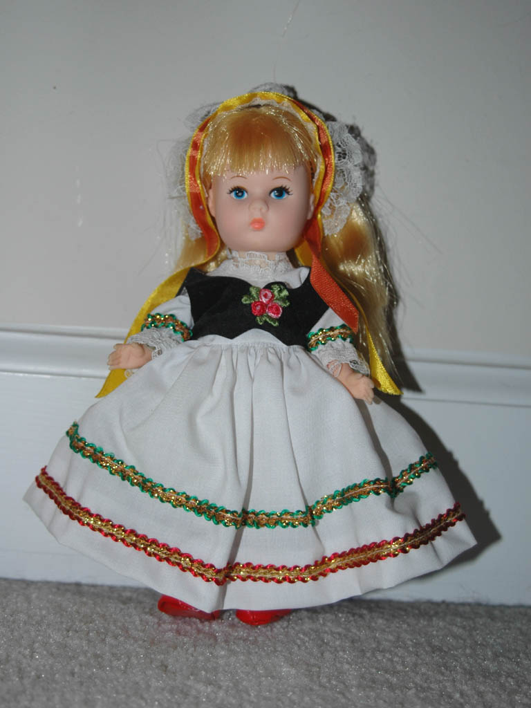 Vogue Ginny Folkdress Doll